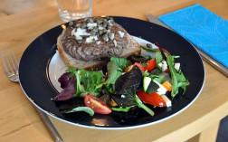 Pariserbøf mit Salat