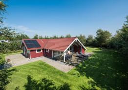 Schön gelegenes Ferienhaus mit Sauna und Whirlpool. Kat. nr.:  20125, Rønnebærvangen 15, Jegum;