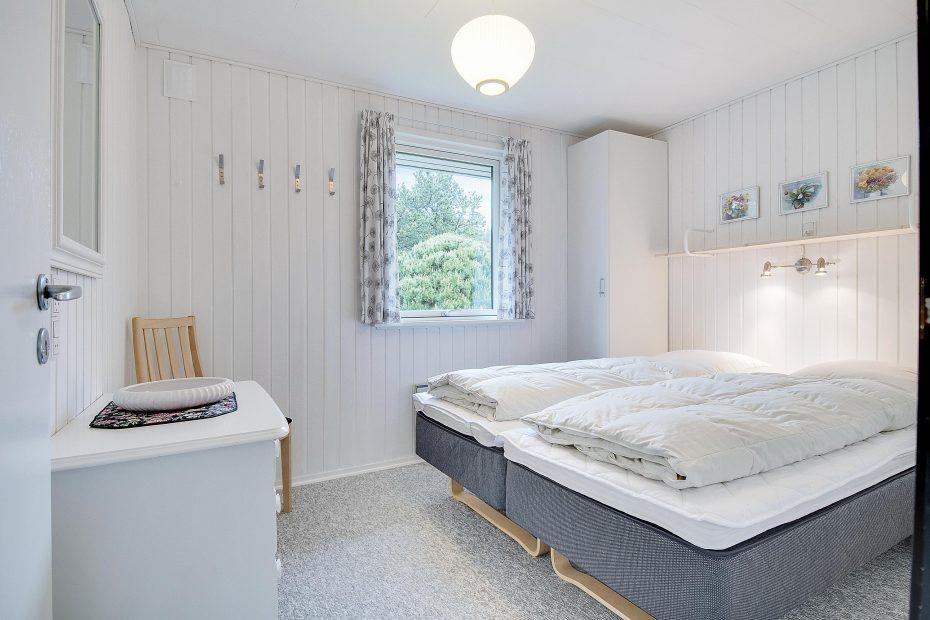 gem tliches ferienhaus mit kaminofen auf idyllischem waldgrundst ck esmark. Black Bedroom Furniture Sets. Home Design Ideas