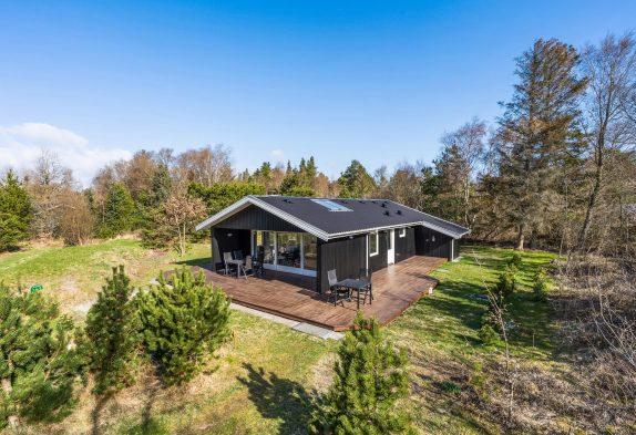 Helles Holzhaus mit Sauna in ungestörter Lage