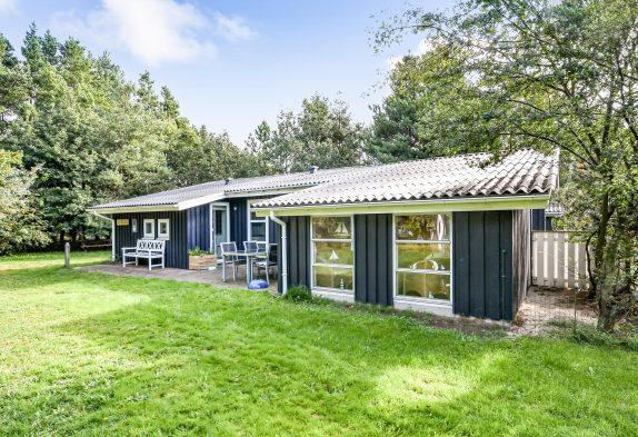 Dejligt sommerhus med sauna og spa i naturskønt område