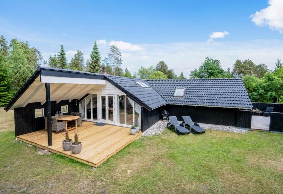 Klassisk feriehus med sauna og 2 skønne terrasser