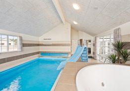 Luxuriöses 5+ Sterne Poolhaus mit Aktivitätsraum (Bild 3)