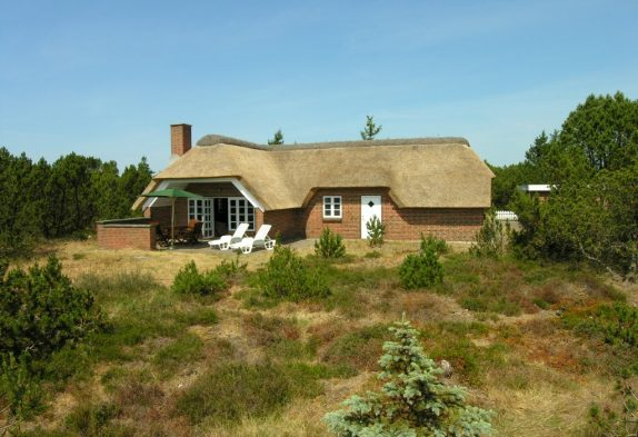Klassisches Reetdachhaus mit Sauna auf grossem Naturgrundstück