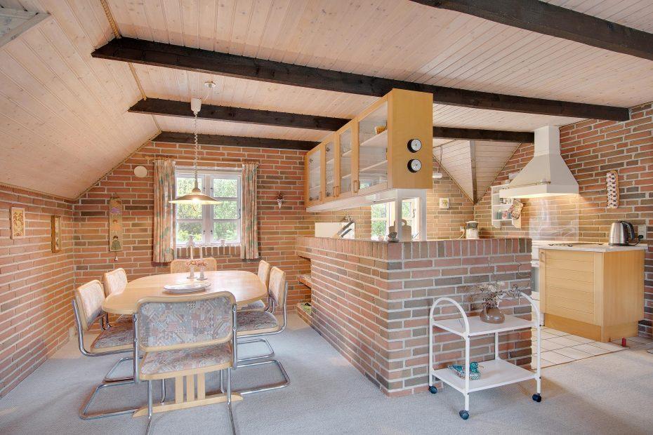 klassisches reetdachhaus mit sauna auf grossem naturgrundst ck esmark. Black Bedroom Furniture Sets. Home Design Ideas