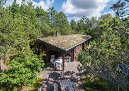 Authentische Balkenhütte mit Spielhaus mitten in Houstrup. Kat. nr.:  30251, Højsvej 32;
