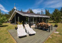 Schönes Holzhaus mit gemütlichem Wintergarten (Bild 1)