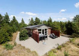Perfekt beliggende sommerhus i Houstrups skov (billede 1)