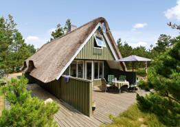 Hyggeligt og hjemligt indrettet stråtagshus i det naturskønne Houstrup. Kat. nr.:  30433, Hans Hansensvej 37;
