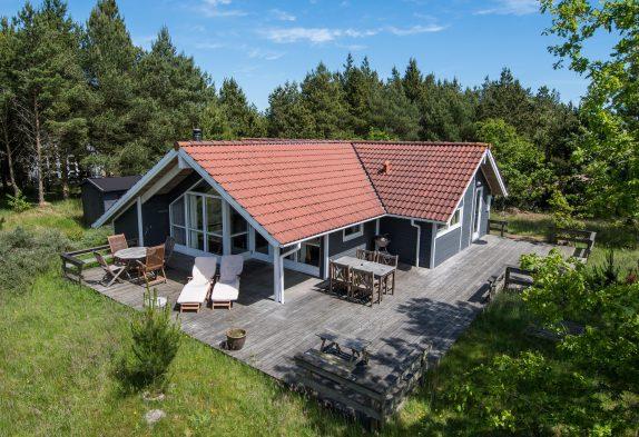 Hyggeligt spasommerhus med sauna og stor terrasse