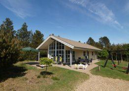 Moderne sommerhus med sauna, spabad og hunde tilladt