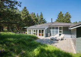Lyst sommerhus med spabad og sauna i rolige omgivelser. Kat. nr.:  30468, Guldvangen 60;