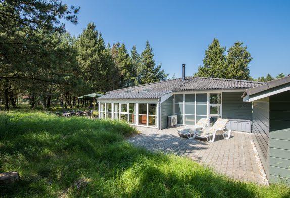 Helles Ferienhaus mit Whirlpool und Sauna in ruhiger Lage