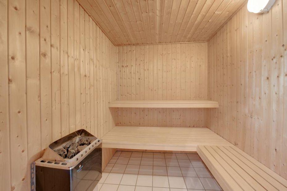 helles ferienhaus mit sauna whirlpool und toller terrasse esmark. Black Bedroom Furniture Sets. Home Design Ideas