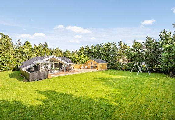 Helles und gemütliches Holzhaus mit offener Terrasse