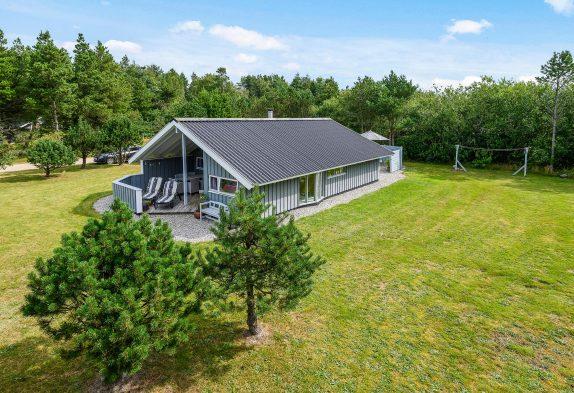 Dejligt hus med spa og sauna i Houstrup