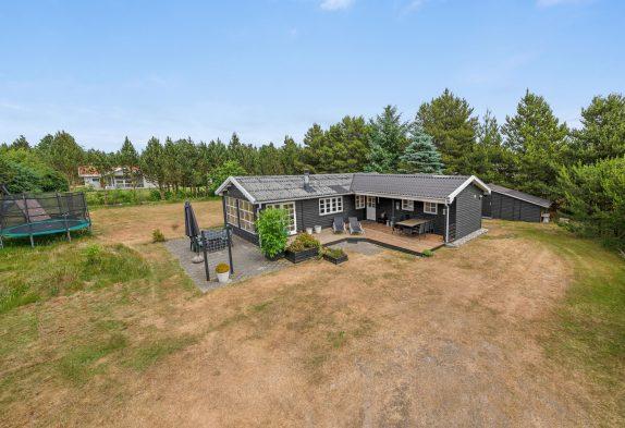 Charmantes Holzferienhaus mit Sauna und grossem Grundstück