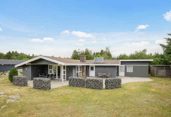 Sommerhaus mit Sauna und Kaminofen in ruhiger Lage in Houstrup