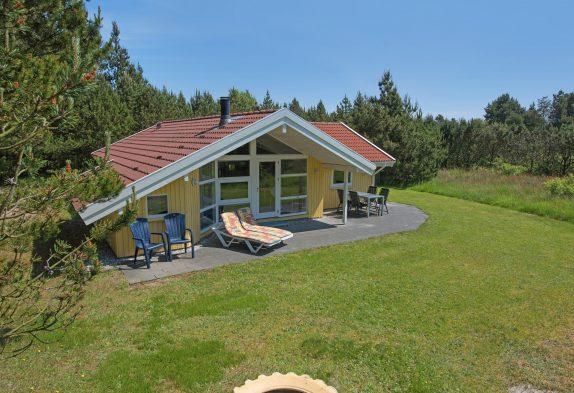 Schönes Ferienhaus mit Kaminofen im idyllischen Houstrup