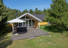 Lyst og hyggeligt feriehus med sauna i idylliske omgivelser