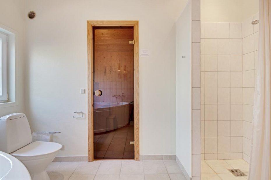 Richtig charmant modernes holzhaus mit sauna und whirlpool for Richtig modernes haus