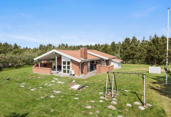 Ferienhaus mit Kombination aus Holz und Stein