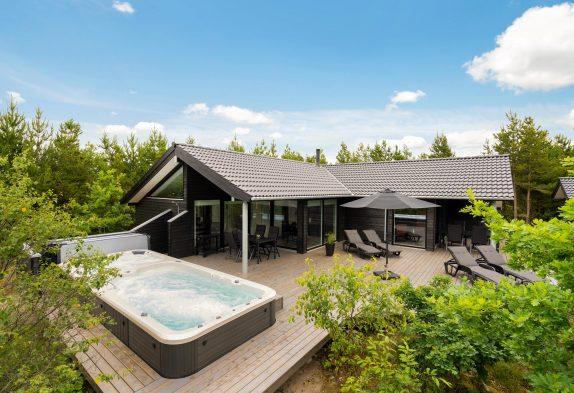 Smagfuldt sommerhus med sauna og udendørs schwimmspa