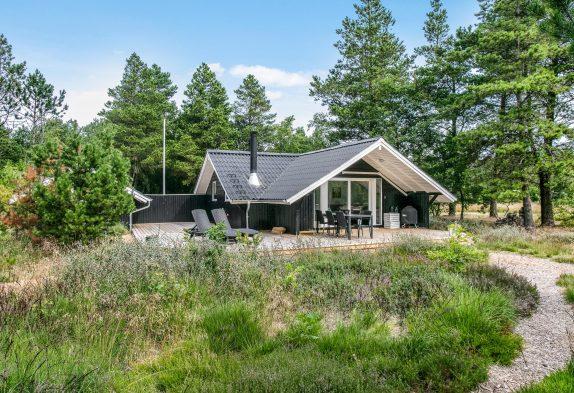 Helles Holzhaus im idyllischen Houstrup