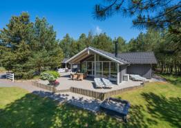 Gepflegtes Sommerhaus mit Wärmepumpe und Kaminofen. Kat. nr.:  33008, Guldvangen 42;