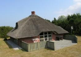 Charmerende stråtagshus med spa og sauna på flot naturgrund