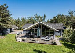 Dejligt hus med sauna og spabad i fredfyldte omgivelser. Kat. nr.:  33023, Guldvangen 62;