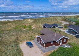 Skønt feriehus med sauna og havudsigt kun 100m fra stranden (billede 1)