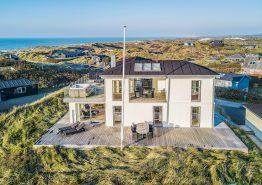 Stilrent 5+ stjerne hus med panoramaudsigt ud til havet