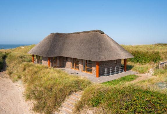 Exklusives Ferienhaus mit Meerblick in Henne Strand – 30 m Strand