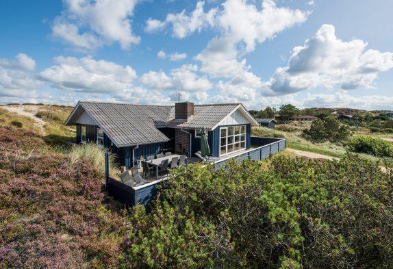 Charmerende feriehus med egen sauna på en herlig klitgrund