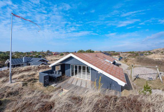 Modern renoviertes, stilvoll eingerichtetes Sommerhaus in Henne Strand