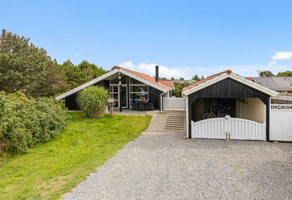 Strandnahes Sommerhaus mit Sauna & Whirlpool in Henne Strand