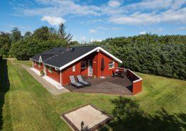 Gemütliches Holzhaus in Henneby mit Sauna und Whirlpool