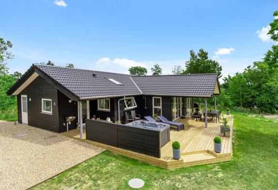 Tolles Luxus-Ferienhaus in Henneby mit Sauna und Außenwhirlpool