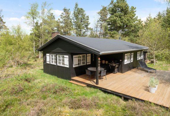 Uriges Holzhaus auf Waldgrundstück–schöne Lage inHenneby