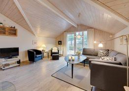 Einladendes Ferienhaus mit Sauna auf idyllischem Waldgrundstück (Bild 3)