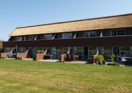 Moderne rækkehus på 2 etager tæt på Henne Strand. Kat. nr.:  41840, Hennebysvej 40M - Lejl. 52, Henneby;