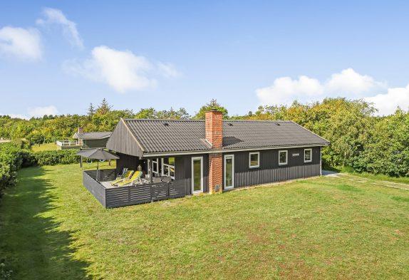 Gemütliches Sommerhaus mit Kaminofen umgeben von schöner Natur