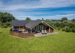 Hyggeligt feriehus i Henneby med sauna og spabad (billede 1)