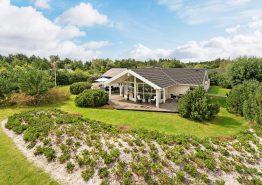 Stort feriehus med spabad, sauna og fantastisk udeareal. Kat. nr.:  41922, Hennebysvej 42E;