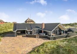 Hyggeligt feriehus med stort spabad og sauna kun 400m fra havet (billede 1)