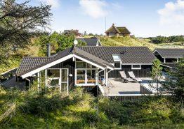 Lækkert feriehus med sauna, udendørs spabad og 500m til stranden (billede 1)