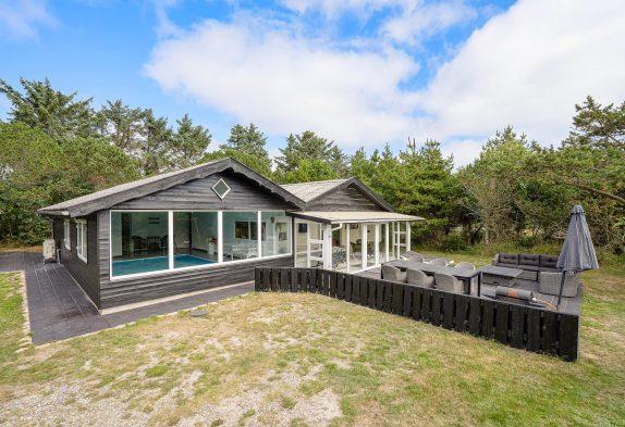 Renoviertes Poolhaus mit Außendusche und Whirlpool