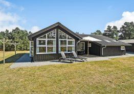 Geschmackvolles Holzhaus mit Sauna und Whirlpool. Kat. nr.:  50711, Muffparken 1;