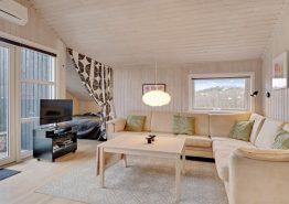 Hyggeligt familiehus med moderne indretning (billede 3)
